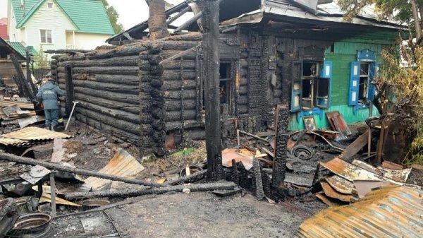 «Была угроза взрыва»: пожарные спасли от огня несколько домов в Калининском районе
