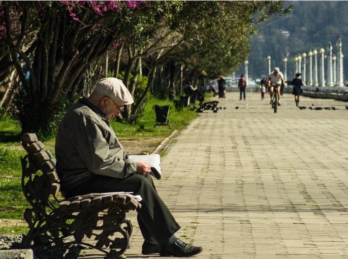 Россияне с доходом выше 80 тысяч: дети должны поддерживать родителей материально