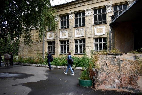 «Барельеф не сохранить»: скандальную новосибирскую школу №54 снесут в сентябре
