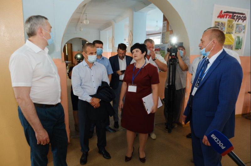 Губернатор Травников предложил заменять больше окон и чинить больше крыш