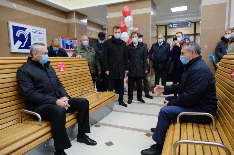 Губернатор открыл обновленные вокзалы в Чанах и Татарске