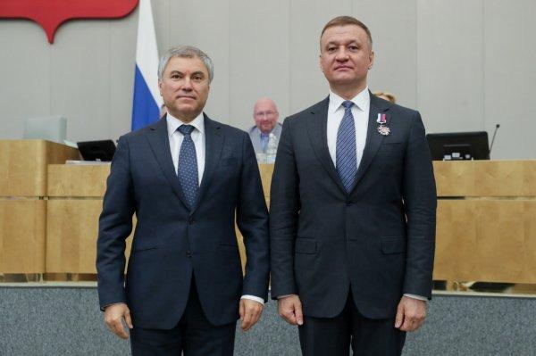 Новосибирского депутата Государственной Думы наградили почетным знаком за развитие парламентаризма