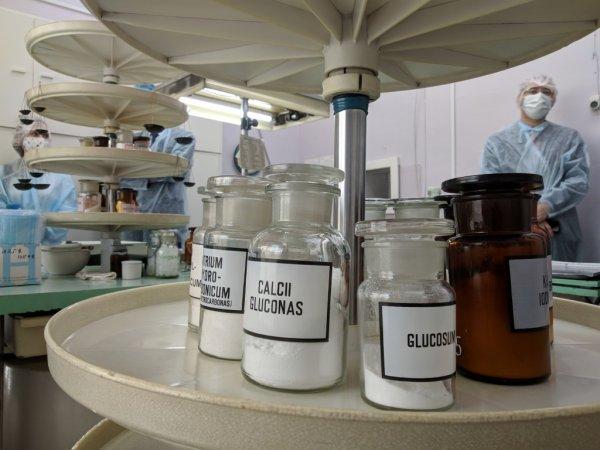 Все разобрали: ковид лишил новосибирские аптеки антибиотиков и градусников