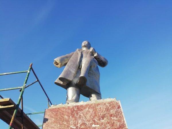 Барабинские вандалы оторвали и украли руку Ленина