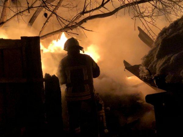 Прокуратура проводит проверку пожара, в котором угарным газом отравилась многодетная семья