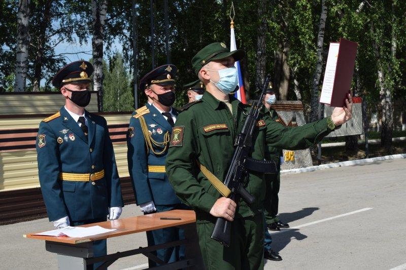 10 ракетчиков приняли присягу на верность Родине в Новосибирской дивизии