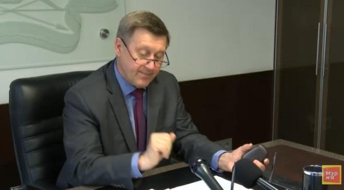 «Плохо знакомы с проблемами»: мэр Локоть усомнился в компетенции депутатов от коалиции
