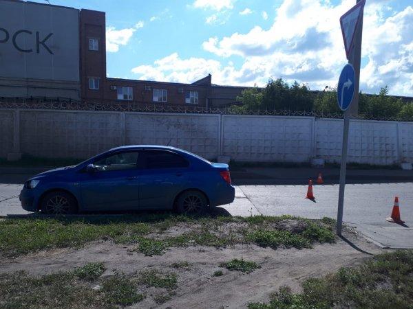 Подросток на велосипеде врезался в авто возле моста