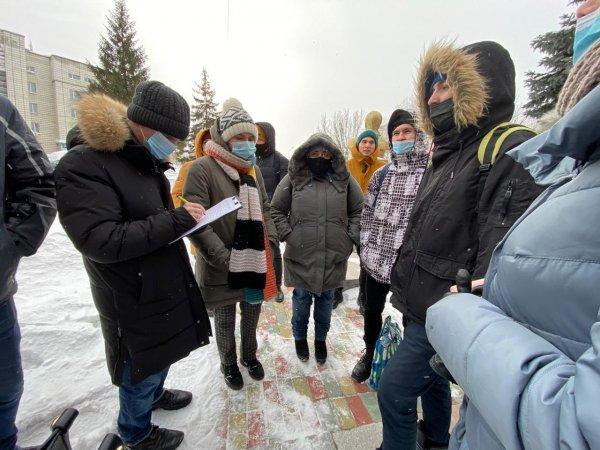 Жители Академгородка просят Генпрокуратуру проверить продажу части сквера на Демакова
