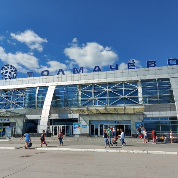 Травников позвал строить терминал «Толмачево» москвичей, новосибирцев и студотряды