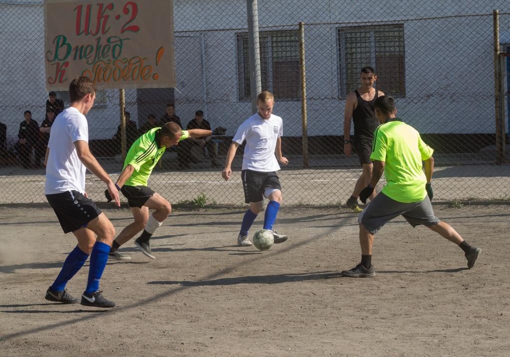 футбол в колонии.jpg