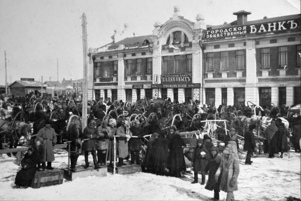 Базарная площадь. Новониколаевск.jpg